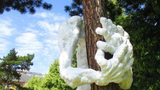 Tomasz Koclęga, znany gliwicki artysta, wystawia rzeźbę w ogrodzie Prezydenta Słowacji.