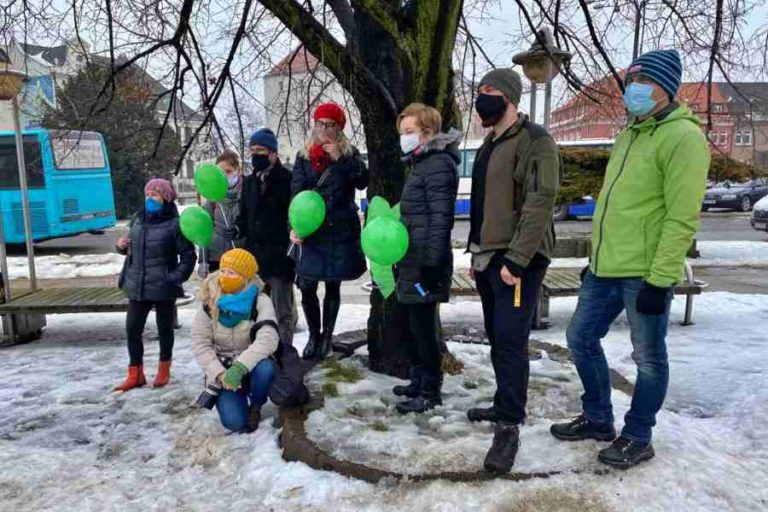 Społecznicy przeciwni wycięciu 65 drzew w centrum miasta [TV]