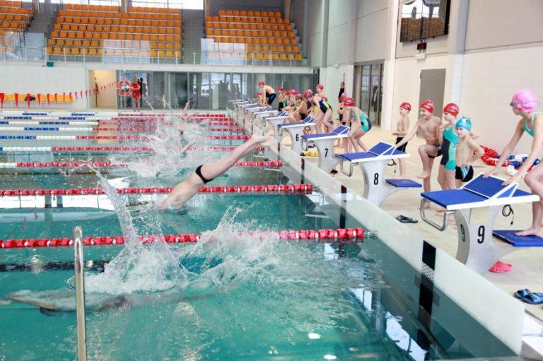 W Gliwicach każde dziecko może nauczyć się pływać na wuefie