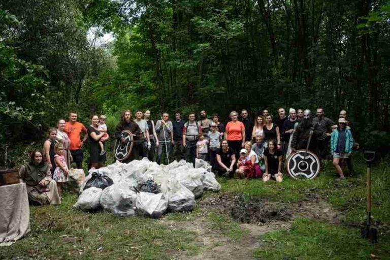 60 pełnych worków śmieci. Wikingowie posprzątali lasek