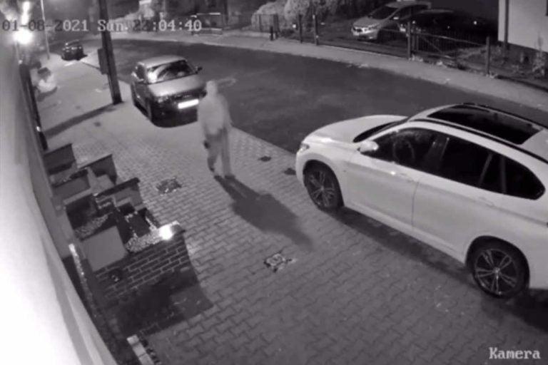 Szedł ulicą i niszczył auta. 68-latek nie wie dlaczego to zrobił